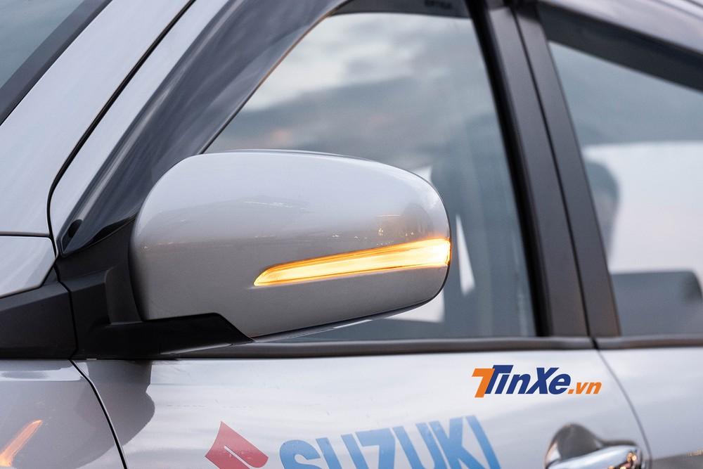 Gương chiếu hậu chỉnh điện tích hợp đèn báo rẽ