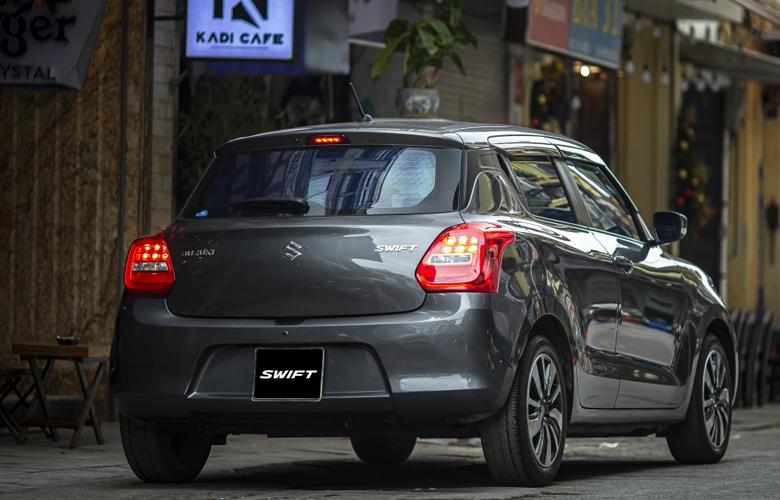 Đuôi xe Suzuki Swift khá đơn giản